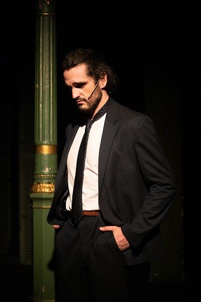 En la imagen el actor Pascual Laborda, el hombre que vendió su vida a una multinacional a cambio de un Kinder Bueno en Madrid 24h, Pau Barbarà