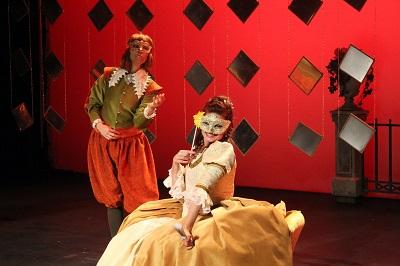 En la imagen la actriz Camino Miñana en este caso como Don Silvio y Verónica Ronda -Doña Barroco- Burlas de Amor de Doña Barroco.