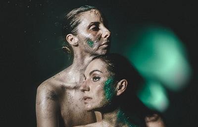 Cada átomo de mi cuerpo es un vibroscopio, con dramaturgia de Rakel Camacho y David Testal. Foto Bárbara Sánchez Palomero